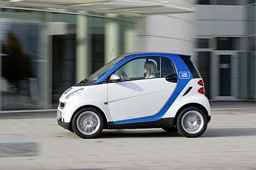 Die blau-weißen car2go-Smarts (Foto: Daimler)